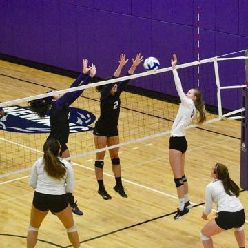 Women's VBALL falls one win short of playoffs