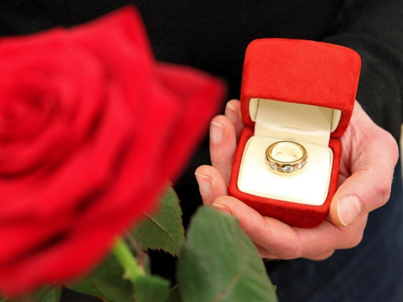 Heiratsantrag Ideen So Bitten Sie Um Ihre Hand Heiratsantrag