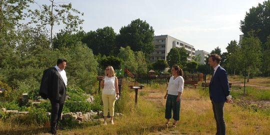 Nachbarschaftsspaziergang mit Senatorin Geisel und Landrat Lemm im Juni 2021 - Helle Oase 2