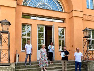 Vergrößerung: Unterschrift Schmarjestraße, Initiative für Hochbegabung eV InfHo