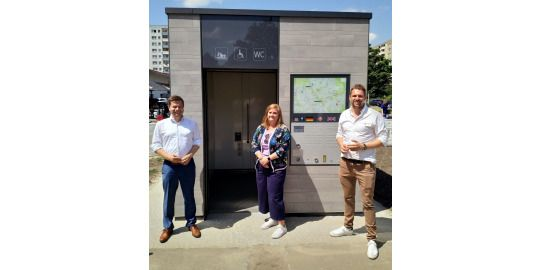 Martin Schaefer, Wall Regional Manager Harriet Vahldieck und MP Danny Freymark (von links nach rechts)