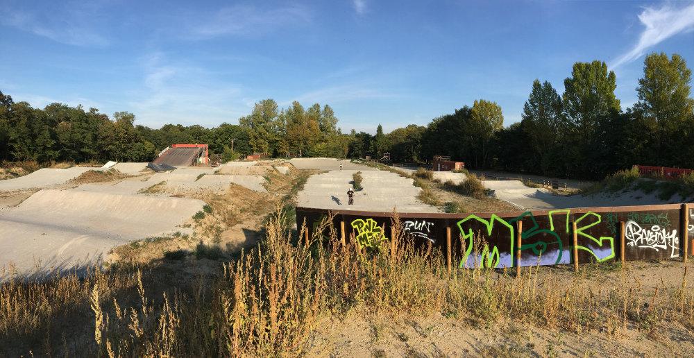 Bild BMX Skateboard Inline Skate Park