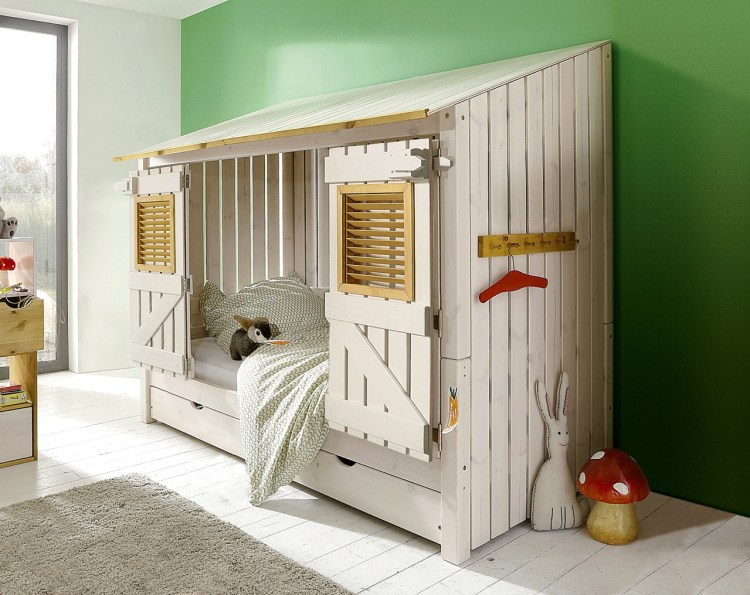 Strandhausbett: Das Abenteuerbett Kiddy ist ein Hausbett mit Gästebett. Mehr außergewöhnliche Kinderbetten auf www.BerlinFreckles.de