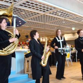 Eröffnung IKEA Berlin-Lichtenberg: Die Kapelle spielt auf Wunsch auch Pippi Langstrumpf