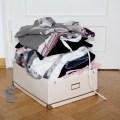 Wohin mit der alten Kleidung? Vom Sofa aus verkaufen?