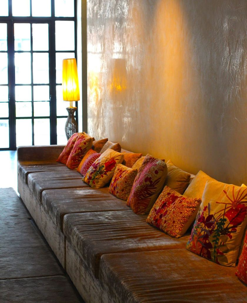 Das längste Sofa von Lüttich in der Lobby des Crowne Plaza Liège