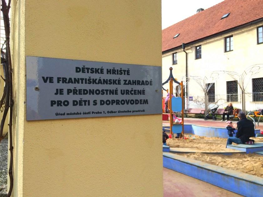 Ein schöner Spielplatz in Prag: Im Franziskanergarten kann man direkt hinter einem ehemaligen Kloster spielen