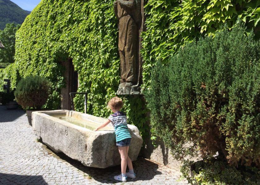 Besser als Buntstifte: Ein Brunnen direkt neben dem Klostercafé