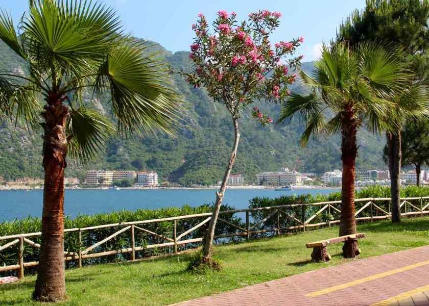 Strandpromenade unweit des Sentido Lotus Orka Beach Hotels, Richtung Icmeler