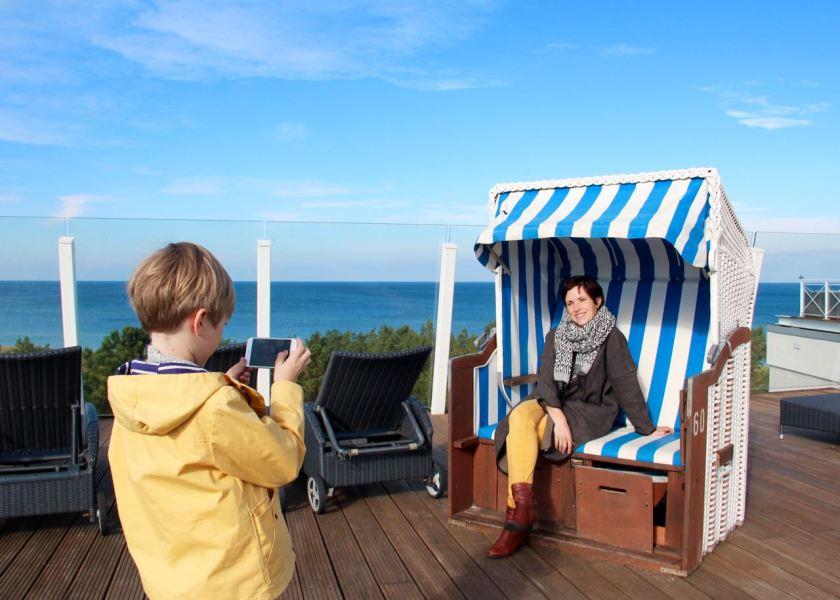 Fotoshooting im Strandkorb: Mama, bitte lächeln!