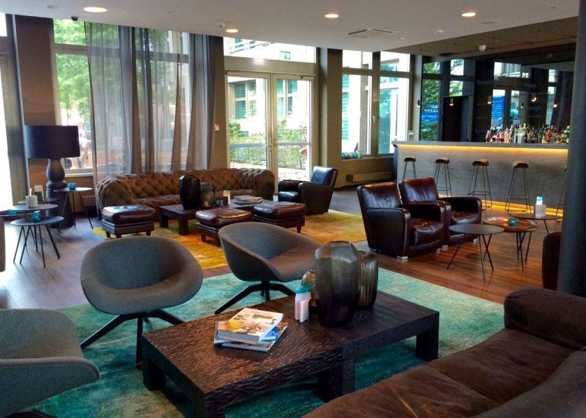 Die One Lounge im Motel One München-City-Süd