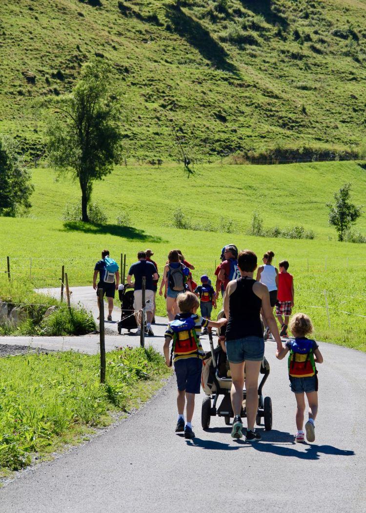 Urlaub mit anderen Familien: Familienwanderung mit Picknick im Salzburger Land