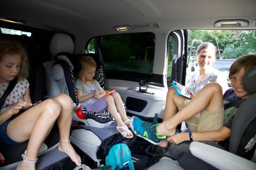 """Wieso heißt familienfreundlich eigentlich fast immer """"Auto""""? Viele Familien verreisen am liebsten mit dem Auto."""