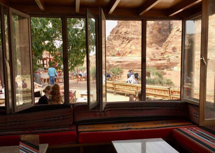 Petra: Die Felsenstadt mit Kindern und eine Teepause direkt am Ad Deir Kloster