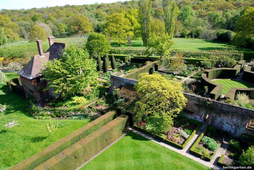 Blick Richtung South Cottage mit Bauerngarten
