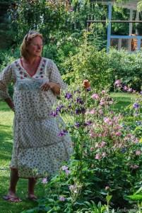Daniella in ihrem Garten