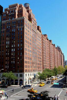 Das 111 Eight Avenue, hier hatte ab 1933 die Hafenverwaltung ihren Sitz, gehört heute Google Meatpacking District: Art Déco Baustil an der 10th Avenue