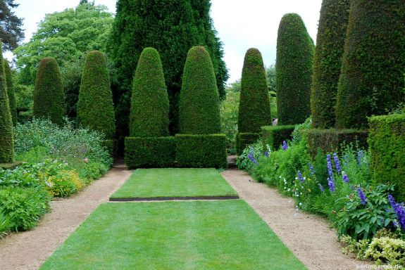 Der Pillar Garden mit den Eibensäulen