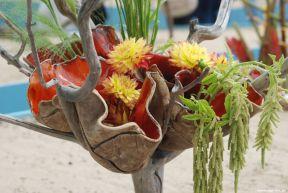 Keramik und Zweig gehen eine Verbindung ein