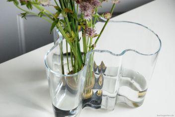 Das ist die charakteristische Form der Vase von Alvar Aalto