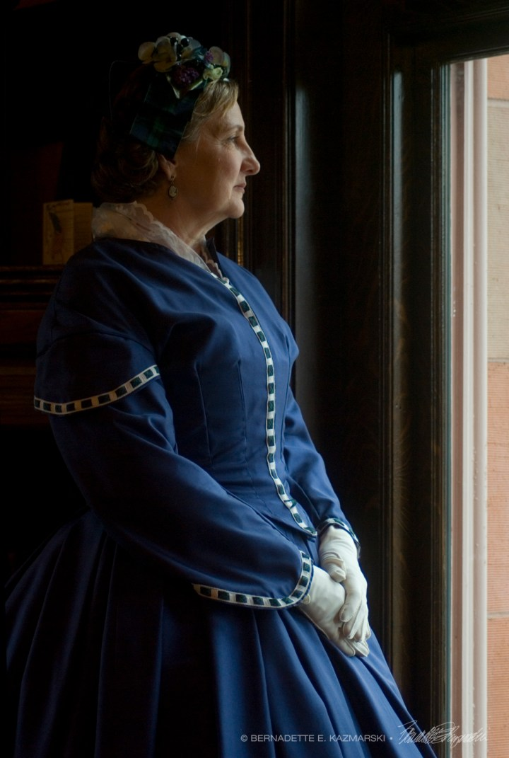 woman in civil war dress