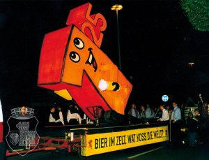 """Unser """"kleiner Preis"""" kurz vor dem Start des Fackelzugs am Grevenbroicher Bahnhof."""