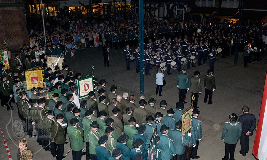 Ein würdiger Festakt gelang mit dem Großen Zapfenstreich am 5.5.2006.