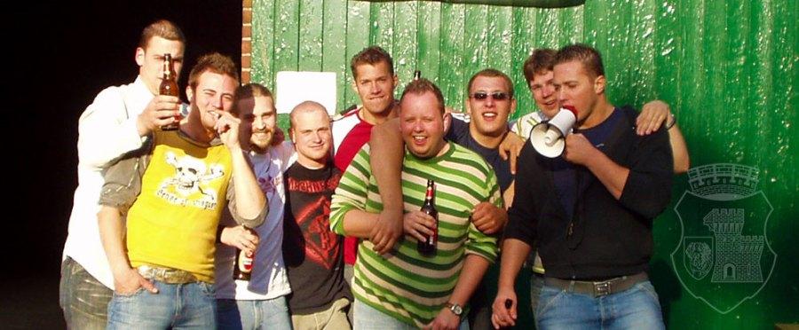 Die wersammelte Mannschaft beim Vogelschuss 2006.