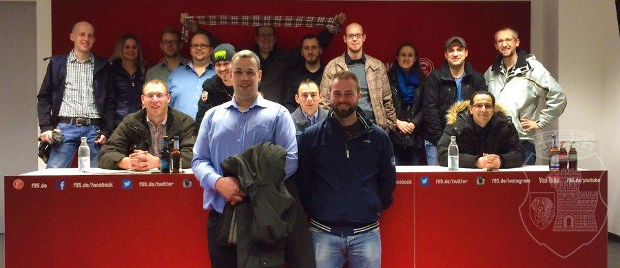 Das obligatorische Gruppenbild im Presseraum der Fortuna.