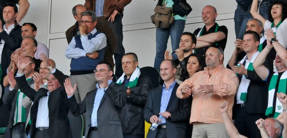 Победата донесе наслада и за Съвета на Директорите на клуба (от ляво на дясно с костюмите) - Наско Шилигарски, Боян Боев и Илко Русев.
