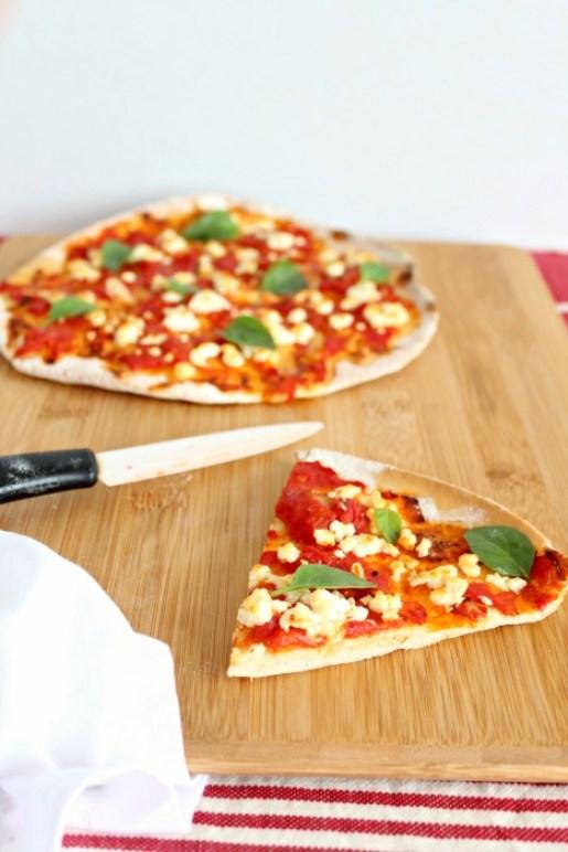 healthy homemade tomato basil & mozzarella pizza   berrysweetlife.com