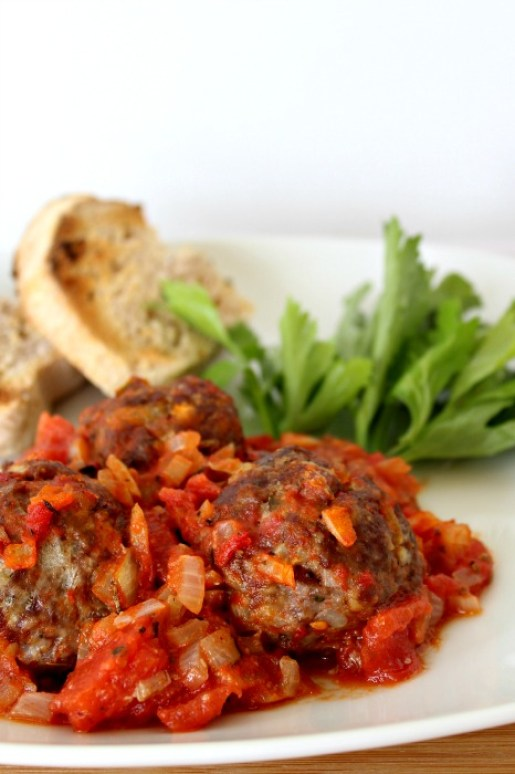 baked herby meatballs in tomato sauce | berrysweetlife.com