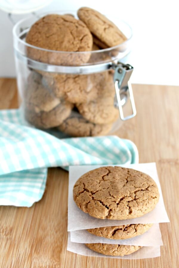 Spiced Festive Ginger & Syrup Cookies. These cookies are very quick & easy to make and totally delicious. Perfect Thanksgiving and Christmas recipe. | berrysweetlife.com
