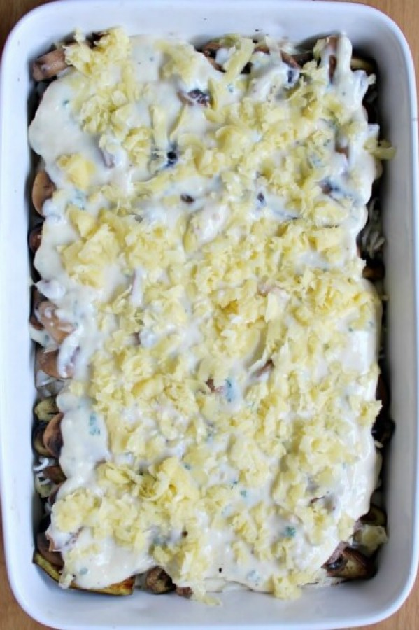 Brinjal Mushroom & Mozzarella Lasagne. A vegetarian feast for cheese lovers! Very quick & easy dish that is so tasty & comforting. You will love this recipe   berrysweetlife.com