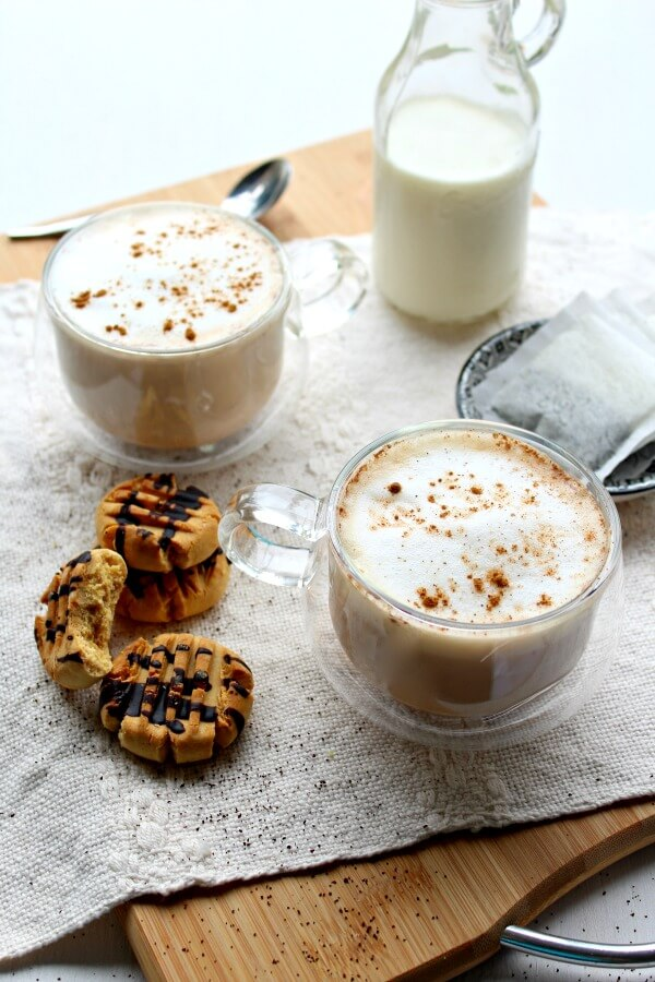Spiced Vanilla London Fog. An Earl Grey latte with spices and vanilla. Perfect hearty hot drink for the holidays. Quick & easy recipe | berrysweetlife.com