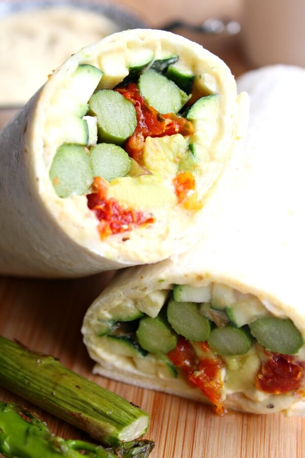 Asparagus Sun Dried Tomato Hummus Wraps. Very quick & easy wraps that are delicious and healthy, perfect for entertaining or a quick family meal   berrysweetlife.com