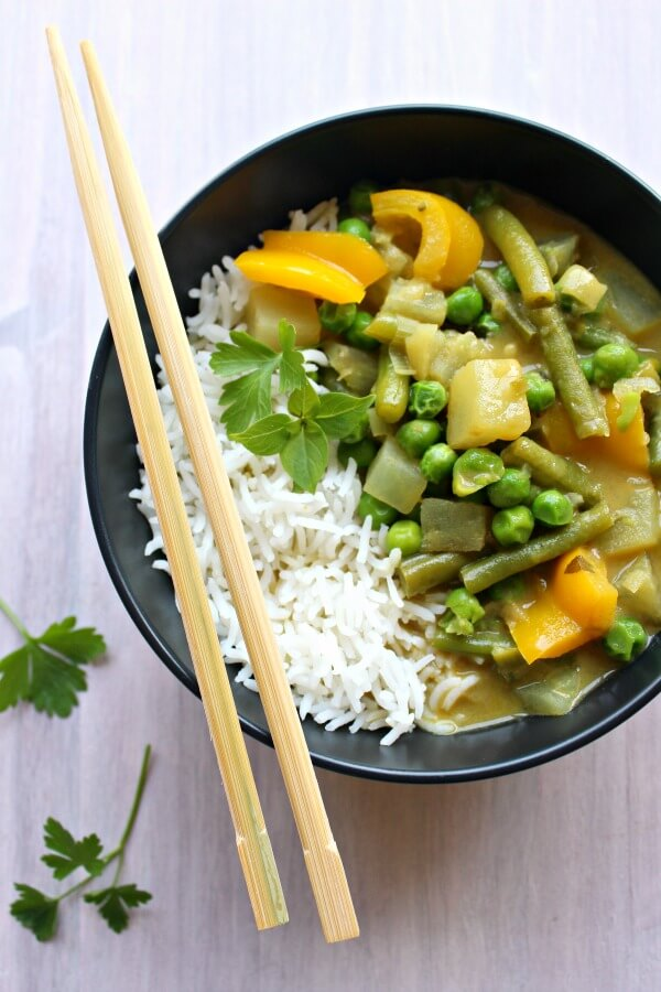 Vegetable Coconut Thai Green Curry. Clean eating, spicy & delicious! On the table in 30 minutes, this is Thai curry at it's best   berrysweetlife.com