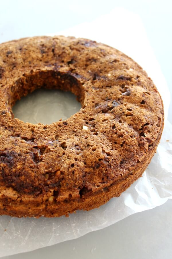Wholewheat Pecan Date Chai-Tea Ring. A healthy, sugar free, spicy & moist tea ring bread that is sweet & nutty. Everyone will adore this recipe! | berrysweetlife.com