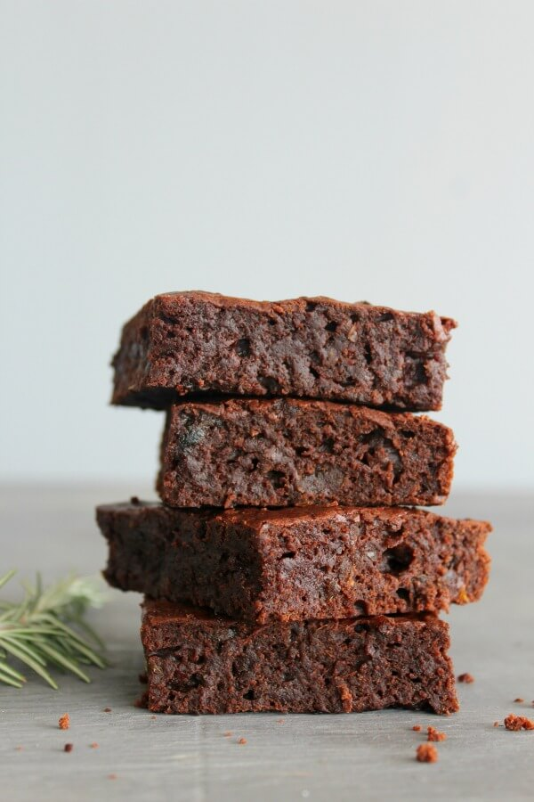 Rosemary Infused Fudgy Chocolate Brownies. The BEST brownies ever! Soft & fudgy in the centre and crispy on top, everyone will love these brownies, plus they're really easy to make! | berrysweetlife.com