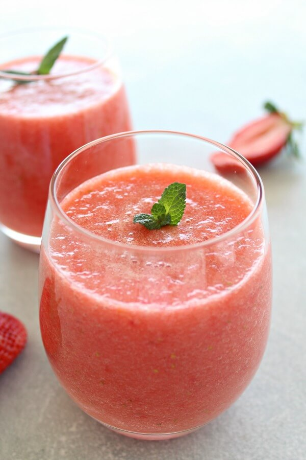 Healing Fresh Pineapple Berry Juice. Just 3 ingredients and 5 minutes to make this healthy and YUMMY fresh juice that is the just the best fruity combination! | berrysweetlife.com