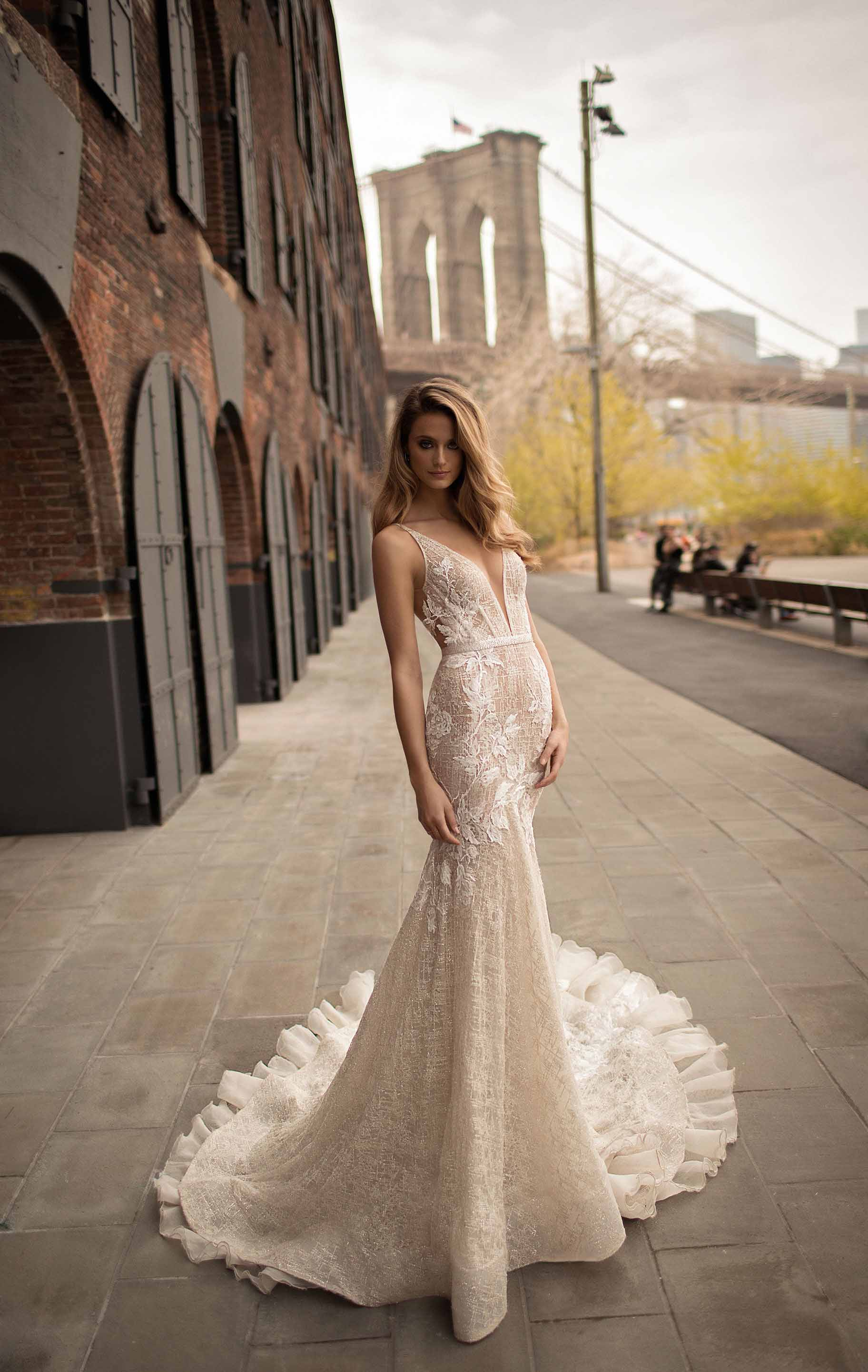 berta spring 2018 bridal sleeveless halter neck deep plunging v neck sexy romantic modified a  line wedding dress open back chapel train (5) bv