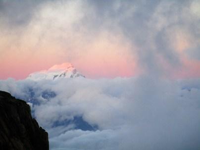 Coucher de soleil sur le Grand Combin. Nous faisons parti des rares alpinistes à pouvoir l'observer ce soir là. Il n'y avait personne d'autre dans les Dorées ce jour là.