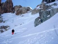Les premiers mètres sous le col sont relativement raides mais en bonne conditions.