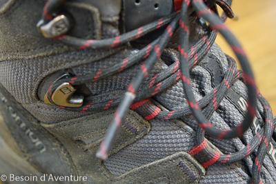 Comment-choisir-chaussure-randonnée-crochet-auto-blocant-salomon
