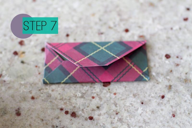 DIY How To Make A Christmas Advent Calendar with Envelopes-9