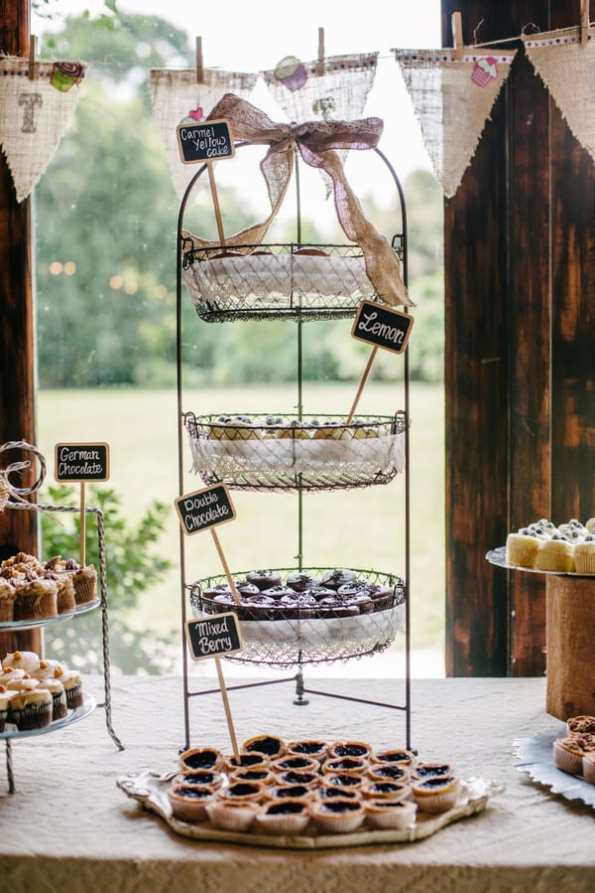 A Carefree & Romantic Rustic Wedding (16)