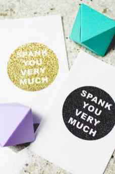 DIY-Cricut-Glitter-Thank-you-Napkin-Favours-Place-Setting-4