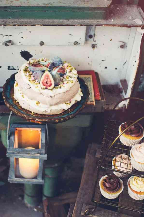 INDUSTRIAL BOHEMIAN STYLED SHOOT IN AN ABANDONED WAREHOUSE (11)