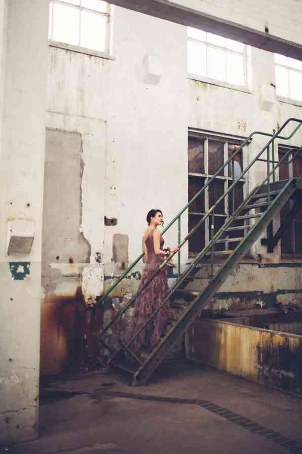 INDUSTRIAL BOHEMIAN STYLED SHOOT IN AN ABANDONED WAREHOUSE (7)