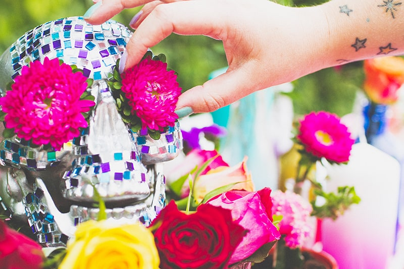 DIY Mosaic Skull Mexican Wedding Inspiration Tutorial Dia de los muertos Step 7